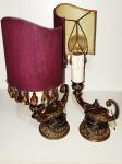 Par de luminárias com estrutura em bronze dourado no formato lâmpada de Aladdin (medindo 15 cm x 30 cm na parte mais alta) fiação nova.