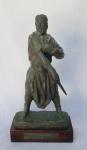 """ZORRILLA DE SAN MARTIN, José Luis (Madrid, 1891 - Montevidéu, 1975) """"Gaúcho desafiante"""" Escultura em bronze assinada, base em madeira com placa titulando e datando de 1936, medindo 36 cm de altura total x 16 cm e pesando 4 kg."""