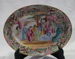 Travessa companhia das Índias em porcelana, século XVIII, período Qianlong , decoração Mandarim, medindo 30 cm por 23 cm.