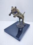 Escultura representando Puma feito em bronze, com base medindo 22x20 cm