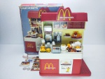 Estrela - Brinquedo Lanchonete do Mc Donald´s da década de 80 em sua caixa, faltando poucas peças sendo 1 Copo, 1 Chapéu, 3 moedas de 10 e 1 de 50, item conservado, caixa com desgastes do tempo