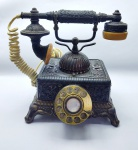 Antigo Telefone de Mesa rico em detalhes feito em Metal, vendido  no estado
