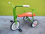 Genovesi - Lindo Brinquedo sendo Triciclo ''Tico Tico'' da década de 60 da manufatura Genovesi, Item muito bem preservado pois era de estoque antigo, medindo 48x44x28 cm