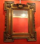 Espelho de parede retangular, bizotado estilo Inglês, moldura,                                                              com ornamentações representando por 04 florões e monograma. Séc. XX.                                                                                         Medidas:   Alt. 158 cm. x Larg. 126 cm.