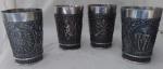 Quatro copos em Pewter Decoração em relevos com cenas, corneteiro, anjo e brasão.                                                                  Com marca no fundo: (WESTERN GERMANY)  Med. Alt. 11.5 cm.  Diâm. 08 cm.