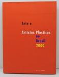 """LIVRO - """"Arte e Artistas Plásticos no Brasil 2000"""" - Ilustrado, pág. 227. Capa dura e sobre capa. Marcas do tempo."""