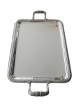 CHRISTOFLE - Bandeja retangular de metal espessurado a prata da renomada manufatura Francesa Christofle, modelo Malmaison. Mede 43 cm comprimento x 33 cm de largura