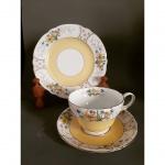 SHELLEY - Trio para chá de coleção em porcelana Inglesa no padrão floral, pintada á mão.