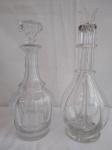 Duas  garrafas de vidro grosso para bebida (uma com quatro compartimentos), medindo a maior 31cm de altura e a menor com 29cm de altura.