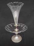 Belíssima fruteira em cristal, com dois estágios, com pé e acessórios em metal com banho de prata (apresenta bicados), medindo a parte maior 33cm de diãmetro e 53cm de altura.