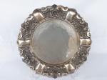 PRATA DE LEI  -  Belíssimo medalhão em prata com bordas ricamente trabalhadas medindo 35 cm de diâmetro.  Pesa 590 gramas.