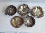 PRATA  -  Lote composto de 5 cinzeiros de prata trabalhada em formatos diversos. Peso  170 gramas