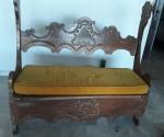 Belíssimo banco em madeira rústica trabalhada para 2 lugares,