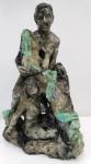 Sensacional Escultura em Biotita de Esmeralda com diversas pedras grandes de esmeraldas naturais aparentes , ricamente esculpida em detalhes com  2 mulheres e um homem. Peça de cotação internacional . Belíssima peça. Mede:46 x 30 cm  e Pesa:   15 Kg