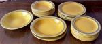 Lindo Jogo de jantar em porcelana PORTO FERREIRA contendo 30 peças  sendo 9 pratos fundos ( 21 cm) - 7 pratos rasos ( 24 cm) - 3 travessas ovais ( 26,26e 23 cm ) - 1 bowls (25 cm ) - 10 pratos de sobremesa ( 21 cm )  (J)