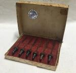 Antigo conjunto de espetos para petiscos espessurados a prata no formato de espadas (necessita limpeza). Selo Eberle, na caixa original. No estado