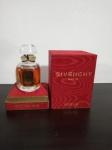 Perfume  L'Interdit de Givenchy  F rança 15ml floral oriental. Perfume criado em 1957 como homenagem à Audrey Hepburn, adquirido na década de 90. Embalagem e lacre originais com número de certificação. Pequeno desgaste na parte superior da caixa.