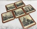 Antigo jogo inglês de descansos para copos em madeira e cortiça. Decoração com imagens de pontos turísticos da Europa. Marcas do tempo. No estado.