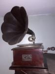 Victor Talking Machine Co., gramofone de colecionador do início do século totalmente original. Funcionando. Acompanham 3 caixinhas originais de agulhas com 200 cada e 1 disco original