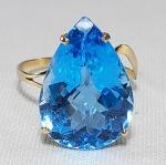 Anel em ouro 16 k com grande com Topázio Azul, lapidação gota. Aro 17. Peso total 3 gramas.