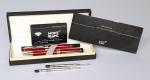 MONTBLANC 5000 - Conjunto com duas canetas originais em metal e corpo em red wood lacquer. No estojo, duas recargas originais, cartão com numero e garantia. Possui a caixa original.
