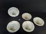 5 Pratos de Sobremesa em Porcelana Inglesa Floral Bordas Onduladas. Apresenta Marcas de Uso. Medida 17,5 cm diâmetro.