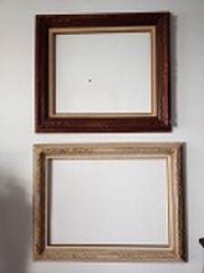 Duas molduras em madeira entalhada: a) Cor clara medindo externamente 68 x 88cm para telas medindo 50 x 70cm. b) Cor escura medindo externamente 72 x 81,5cm para telas medindo 50 x 60cm.