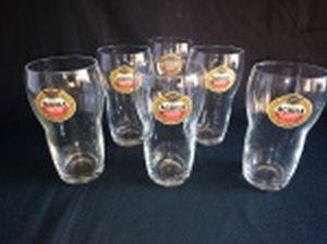 Seis tulipas pequenas em vidro translúcido para cerveja, decoradas com rótulo da cerveja Aguila - Amstel. Alt. 12cm.