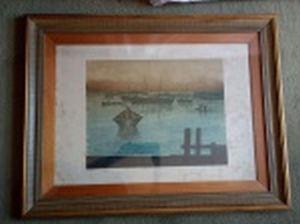 """R. RODRIGUES - """"Marina com barcos"""" serigrafia, 30/40, 49 x 69cm. Assinada. Moldura envidraçada 71 x 91cm."""