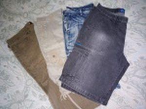 Quatro bermudas em tecido: a) Fideli, em algodão. Tamanho 50. b) Sem marca, em algodão. Tamanho 44. c) Tropy - Jeanswear, em algodão. Tamanho 48. d) Mr.Polo, em algodão e poliéster. Tamanho 46. Usadas.