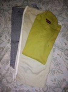 Duas bermudas e 1 camisa gola polo: a) Great News, em algodão. Tamanho 50. b) Richards, em algodão. Tamanho 4. c) Camisa Botton, em algodão. Tamanho M. Usadas.