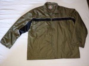 Casaco de nylon verde e faixa preta. etiqueta de Maitesi. Tamanho XL.