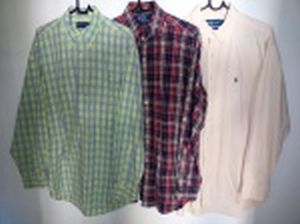Três camisas de mangas compridas: Richards, tamanho 3; Polo by Ralph Lauren, tamanho L e Ralph Lauren, tamanho L.