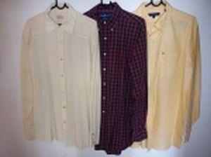 Três camisas de mangas compridas: Richards, tamanho 5; Ralph Lauren, tamanho L e Tommy Hilfiger, tamanho L.