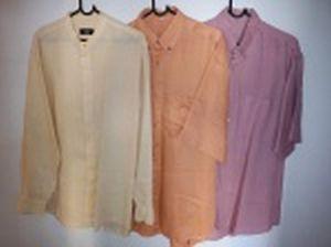 Três camisas sociais em linho; 2 de mangas curtas, e 1de manga comprida etiqueta da G'Art. Todas tamanho G.
