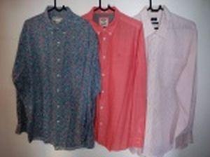 Três camisas de mangas compridas: Banana Republic, tamanho L; Wrangler, tamanho XL e Dockers, tamanho GG.