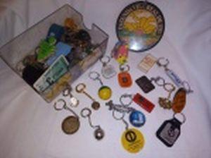Coleção de chaveiros, diversos modelos e materiais. Aproximadamente 53 peças. Algumas no estado.