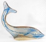 PALATNIK  Escultura cinética representando baleia jubarte em resina de poliéster de manufatura Abraham Palatnik. Medindo 27,5 cm de altura por 30 cm de comprimento.