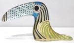 PALATNIK  Escultura cinética representando tucano em resina de poliéster de manufatura Abraham Palatnik. Medindo 9,5 cm de altura por 16 cm de comprimento.