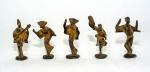 """Japão, 1950 C. Cinco graciosas esculturas minimalistas (okimonos) em ferro patinado representando """"dançarinos e músicos"""" do tradicional Festival Awa de Dança, realizado em Tokushima, Shikoku. São duas dançarinas (com chapéu dito amigasa), um dançarino e dois músicos. Apresentam ideogramas gravados, conforme ilustrado. Altura = 11 cm (cada)."""