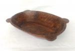 Mão escrava, gamela de orelhas Brasil século XVIII / XIX  em madeira nobre medindo 11 cm de altura por 50 cm por 33 cm, peça de coleção.