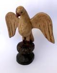 Mão escrava, imagem da Pomba do Espírito Santo em madeira policromada Brasil século XIX, medindo 15 cm de alt. x 14 cm x 8 cm. Peça de coleção.