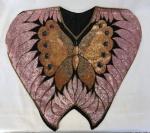 Blusa Bordada em lantejoulas e canutilhos sobre tule com representação de borboleta em ambas as faces muito elaborada e em bom estado possivelmente do Ateliê PZEROUM no tamanho médio.