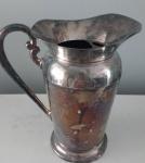 EBERLE - Jarra em metal espessurado a prata da marca Eberle. Altura: 23 cm.