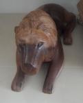 """Escultura em madeira nobre ricamente entalhada a mão representando """" LEÃO """" - Medidas: 80x22 cm"""