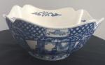 Centro de mesa em porcelana com belíssimo desenhos - Medidas: 23x23x 12 cm