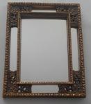 Lindo espelho dourado em resina com moldura trabalhada nos cantos e espelhos nas laterais - Medidas: 48x38,5 cm
