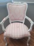 Duas cadeiras  clássicas estilo Luiz IX , patinada e forração em tecido - Existe na pintura alguns bicados e precisa troca no tecido e com lascado na madeira , marcas do tempo, lote vendido no estado.