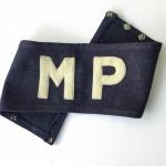 MILITARIA - Rara braçadeira usada pelos MPs da Força Expedicionária Brasileira FEB em tecido azul escuro e letras bordadas.