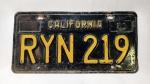 Linda e antiga placa de carro antiga da década de 60 (1963) dos Estados Unidos, do estado da Califórnia - Tudo em alto relevo, feita em ferro